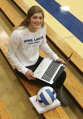 Iowa Lakes student with laptop